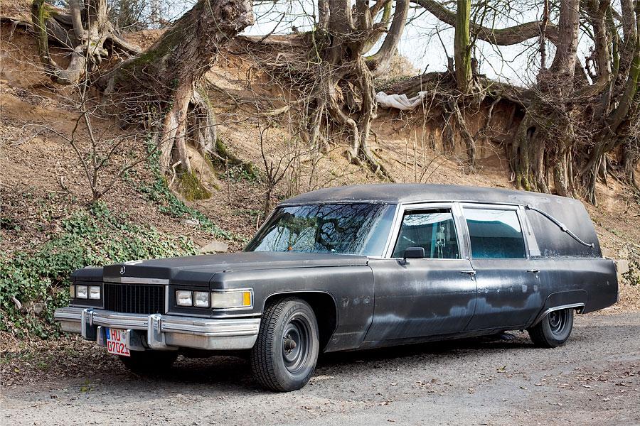 Cadillac Fleetwwod Hearse Miller Meteor, Baujahr 1975.
