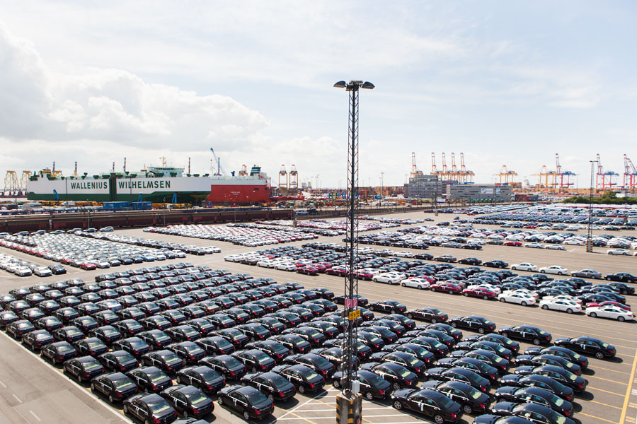 Autoterminal im Verladehafen Bremerhaven.