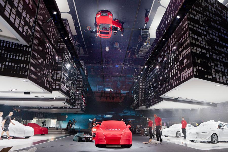 Vorbereitungen in der Audi Messehalle für die International Automobil Ausstellung in Frankfurt.